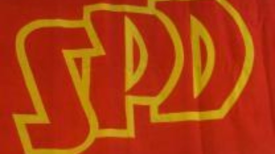 SPD-Logo auf traditioneller Flagge